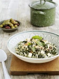 Insalata di riso integrale con verdure fresche