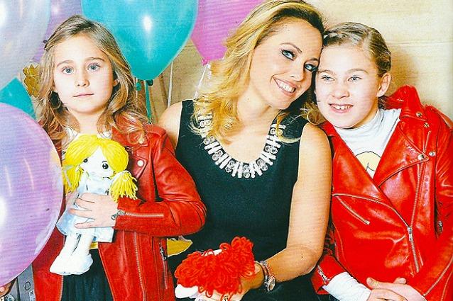 Silvia Bonolis e sorella con la madre Sonia Bruganelli